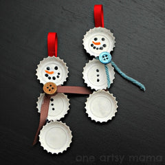 Christmas snow man with bottle caps, buttons, ribbons - Shumee
