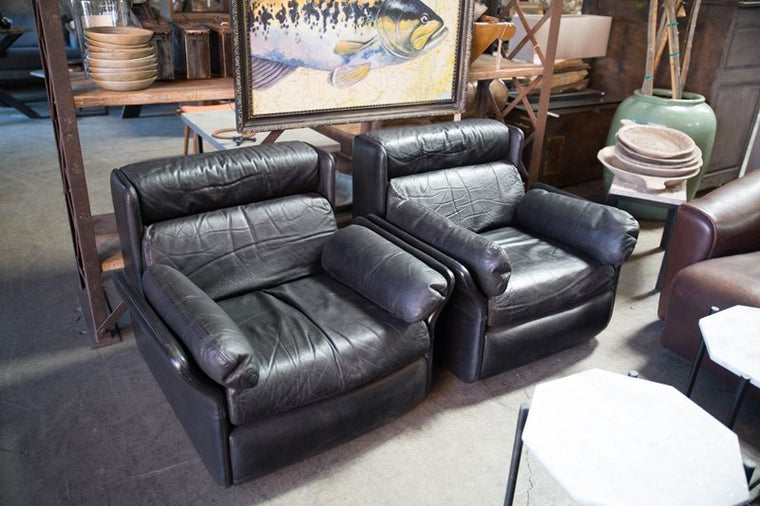 BLACK PAIR OF LEATHER CHAIRS