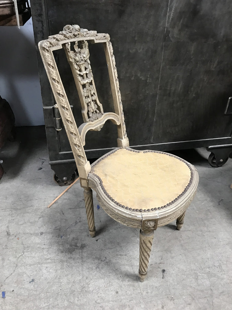 CHIL'S ANTIQUE CHAIR