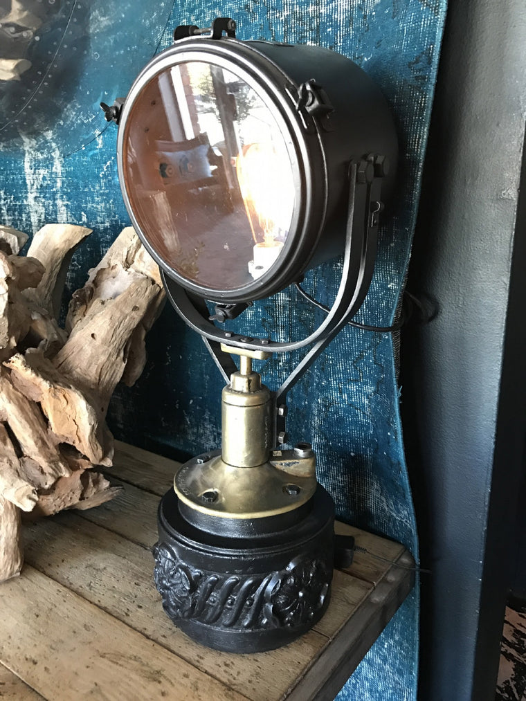 VINTAGE TABLE SPOTLIGHT