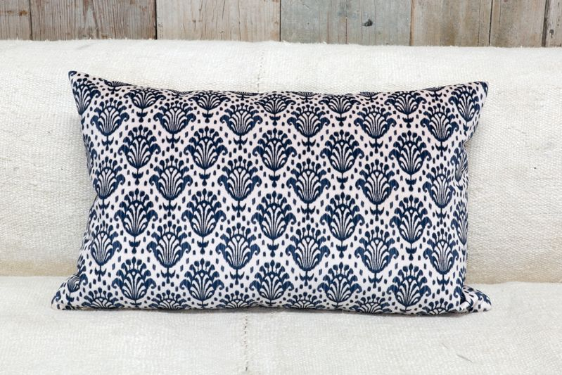 VELVETEEN PILLOW - NAVY & WHITE