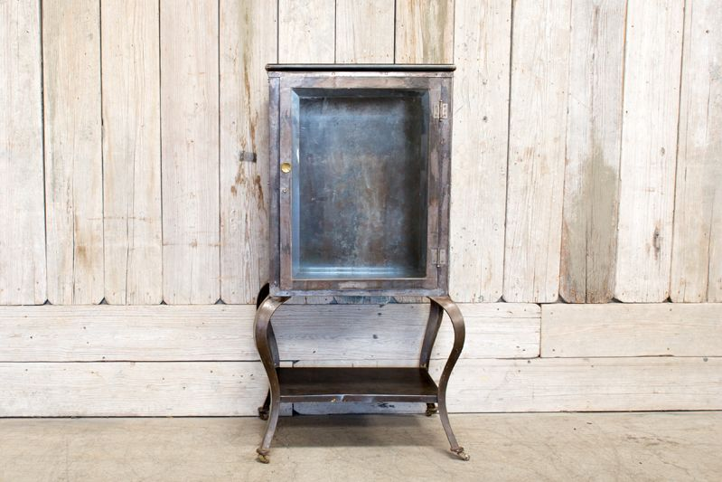 VINTAGE MEDICAL CABINET / DISPLAY CASE