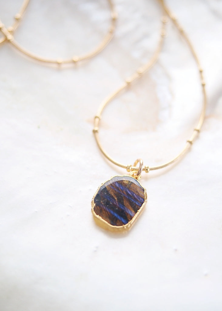 Gold Necklace - Labradorite Gemstone Gold Pendant Necklace - Ilihia - Ke Aloha Jewelry