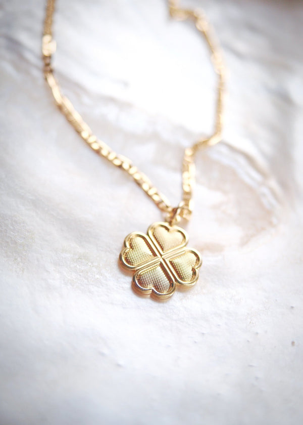 Gold Necklace - Lucky Clover Gold Pendant Necklace - Ka'anā'anā - Ke Aloha Jewelry