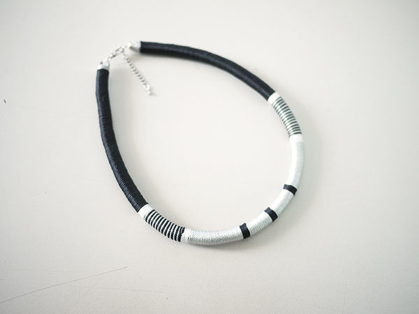 Thread-Wrapped Necklace (Black)