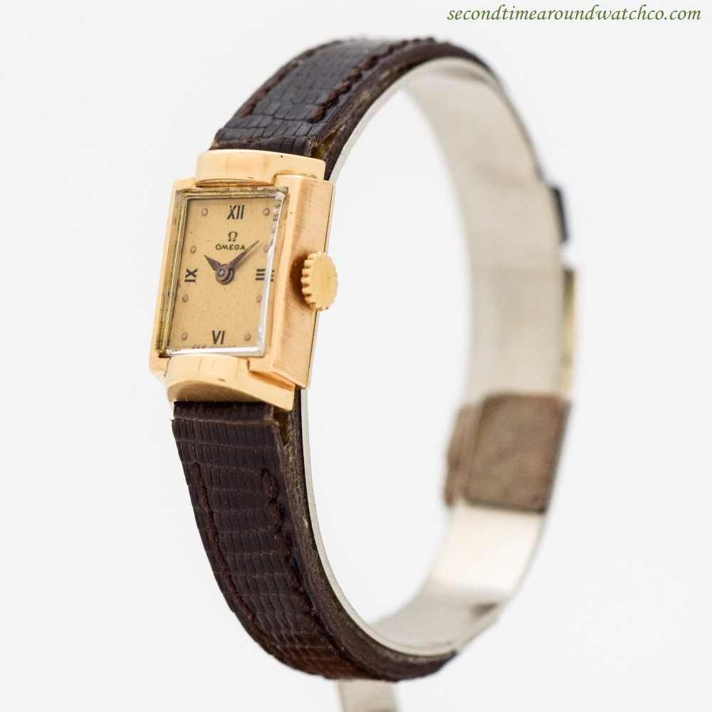 1945 Vintage Omega Ladies Rectangular-shaped 18k Yellow Gold Watch