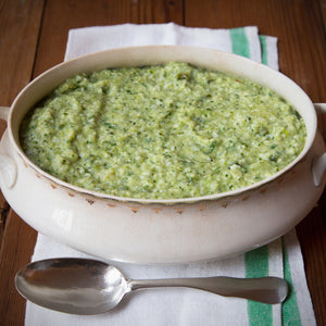 stone-ground-grits-green-cheese-grits-with-roasted-chiles-in-antique-bowl