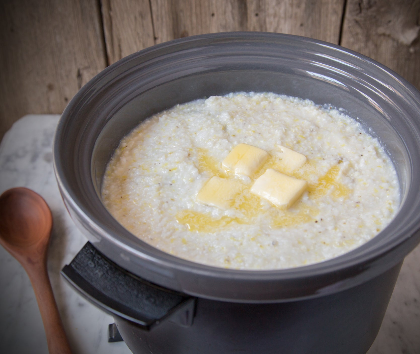 crock-pot-grits-in-slow-cooker