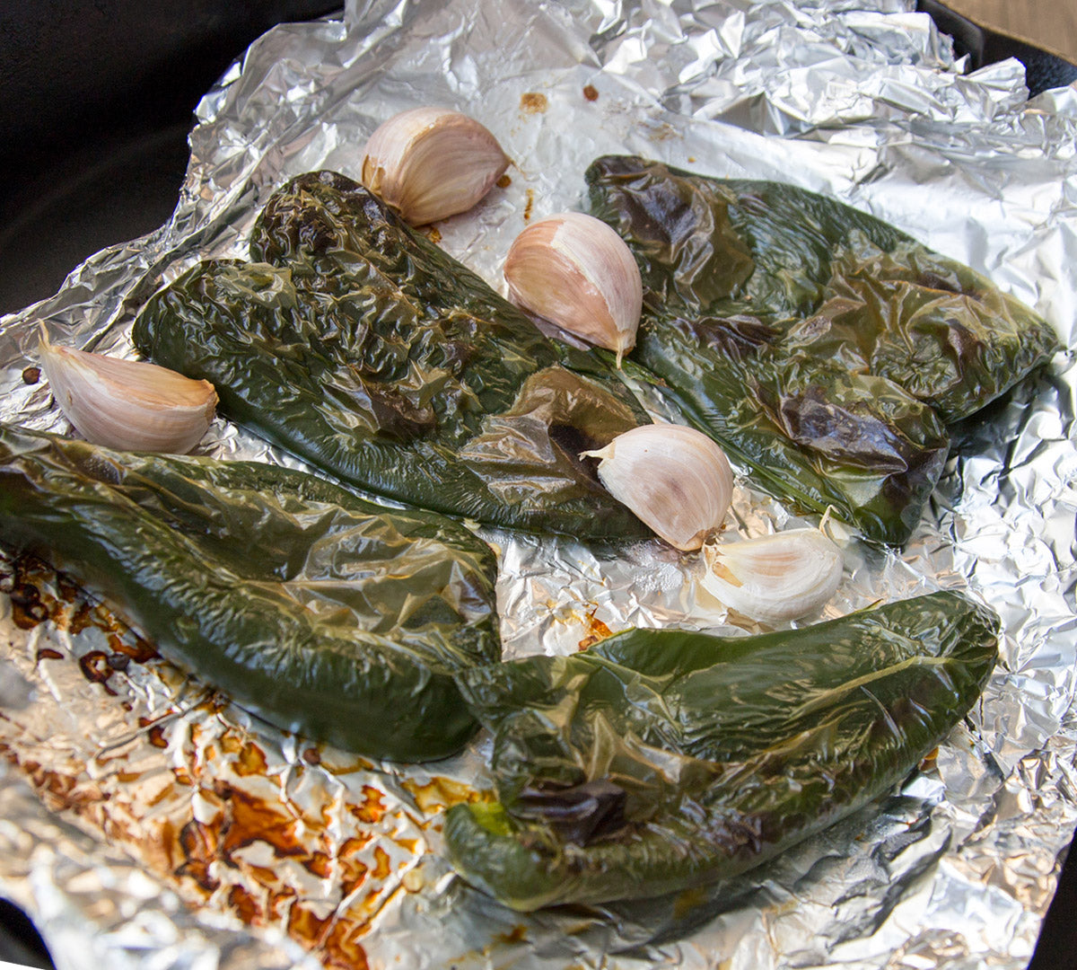 whole-roasted-chiles-and-garlic-ready-to-peel