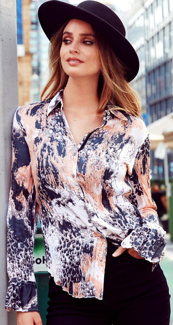 DISTRESSED ANIMAL POWDER BUTTON DOWN SHIRT