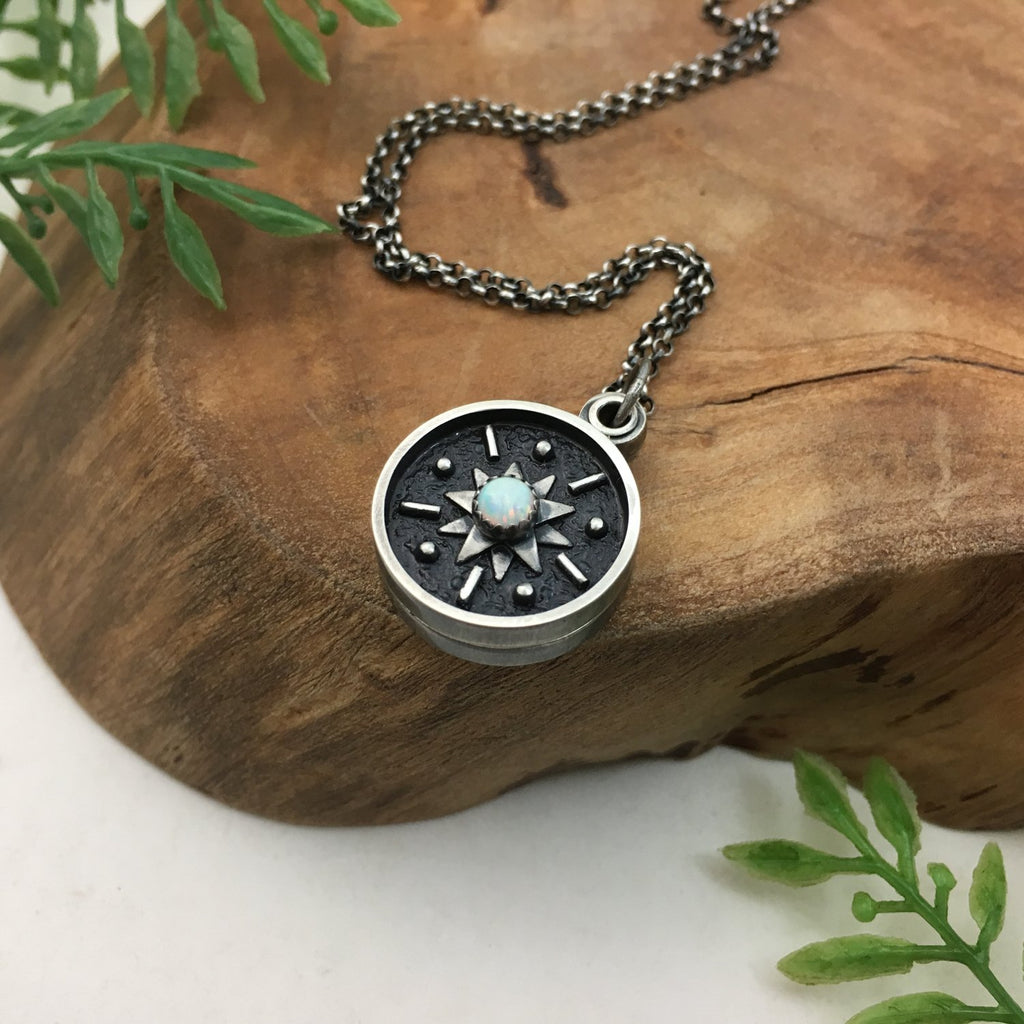 Mini Swivel Starburst Photo Locket