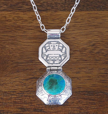 'Wiracocha Shield' Chrysocolla Pendant Necklace