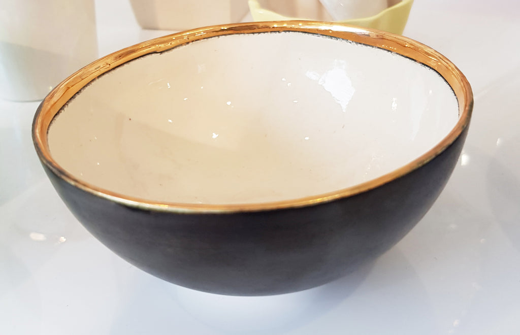 Handmade Ceramic bowl by Sophie Smith S38SS197