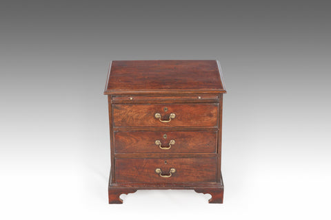A Georgian Bachelor's Chest - CCT302