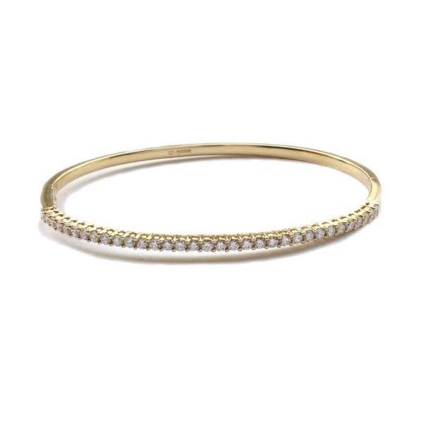An 18ct yellow gold, claw set diamond bangle 1.04cts