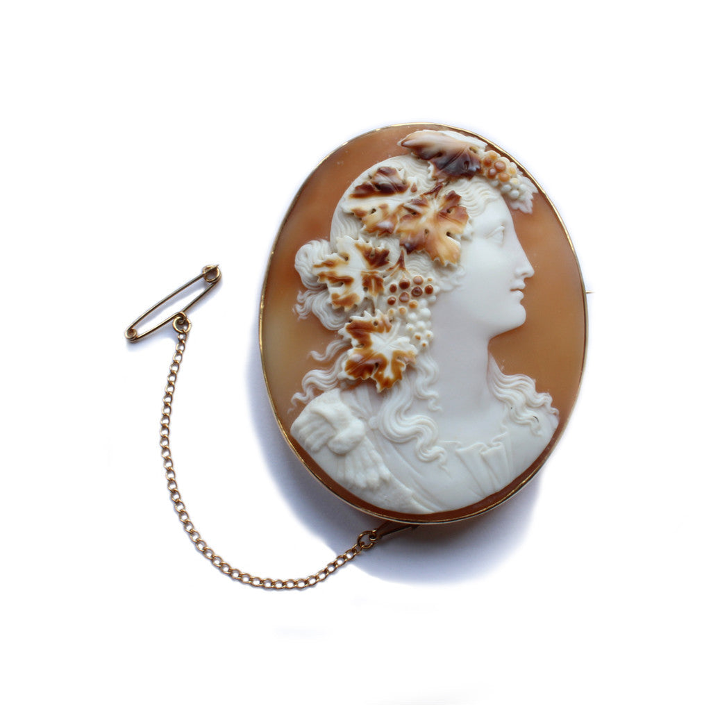 A 9ct yellow gold, cameo brooch ft. Bacchus 'god of wine'