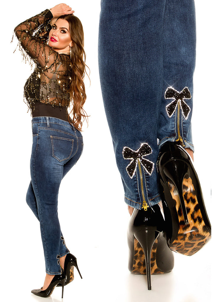 82c881d3754 Sexy Curvy Girl Plus size jeans with black bows and zip decorations.