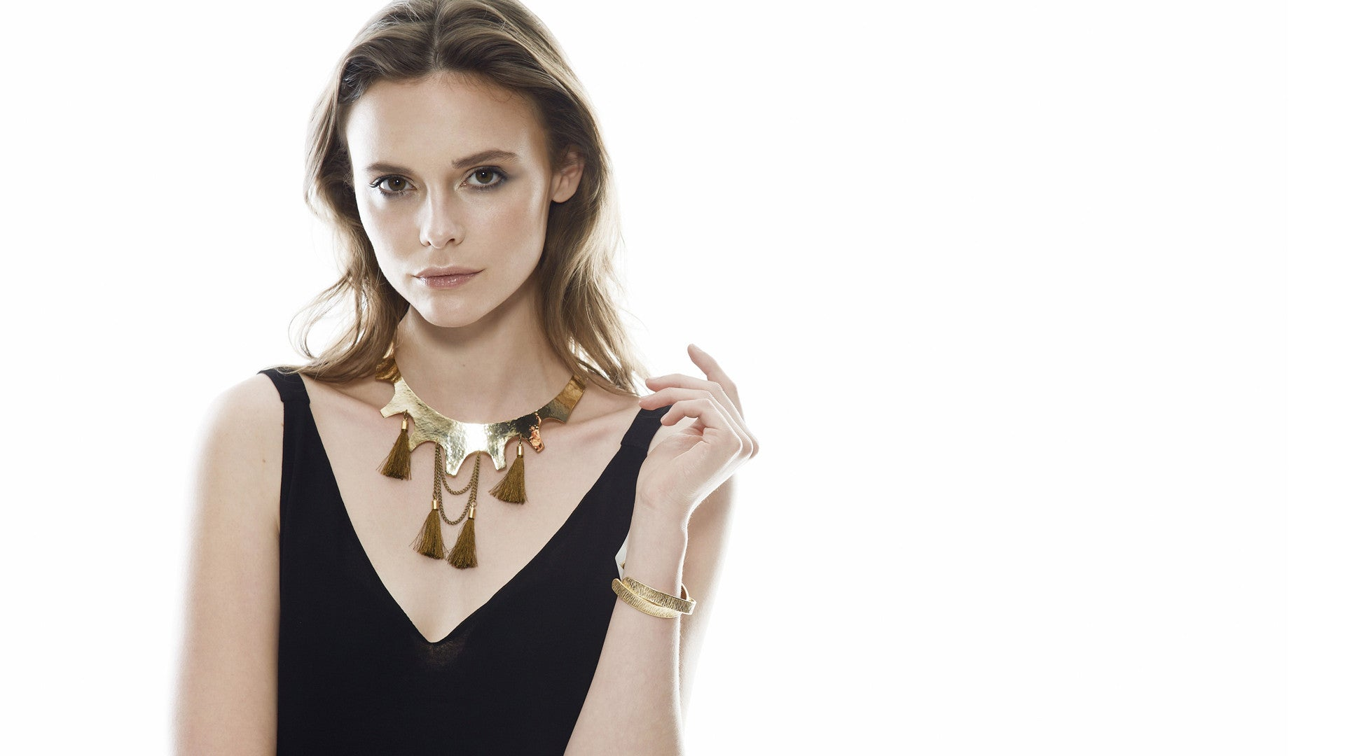 HANDCRAFTED JEWELRY THAT ACCENTS THE EFFORTLESS CHIC STYLE