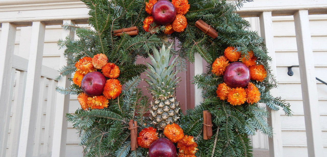 How to Make a Traditional Williamsburg Christmas Wreath