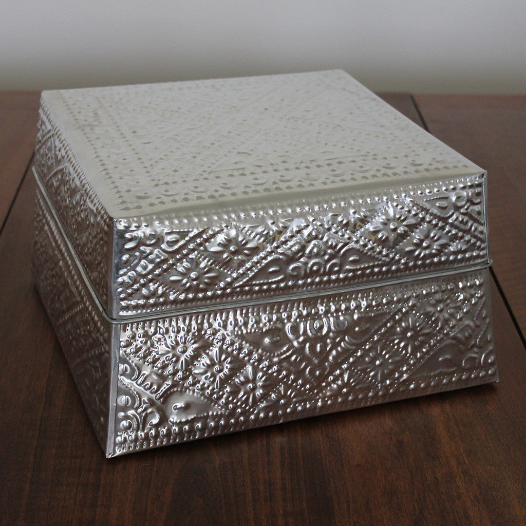 Square embossed aluminium boxes large - set of 6