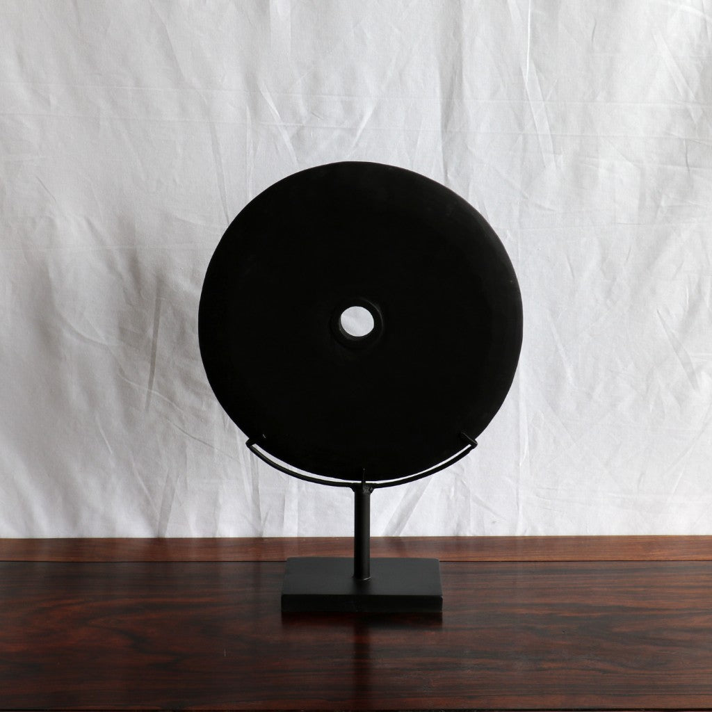 Stone disc on stand, black