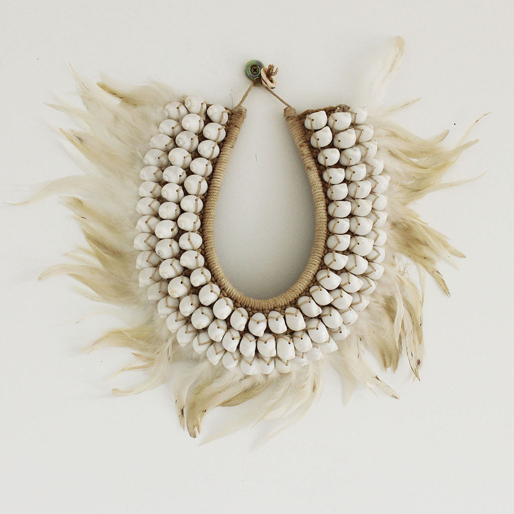Shell/feather necklace white/cream short