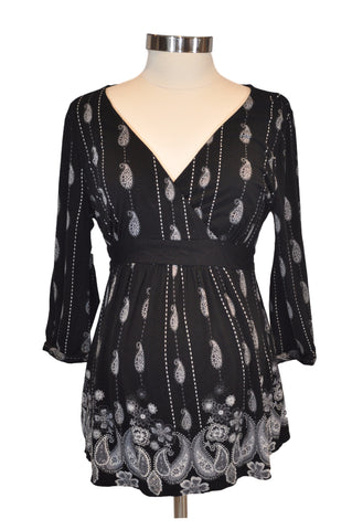 Black Printed Top by A Pea In The Pod