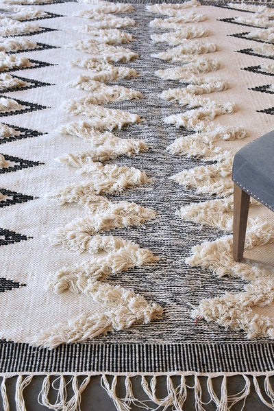 abaza PET rug in charcoal and ivory color