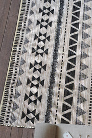 dover viscose rug in charcoal and ivory color