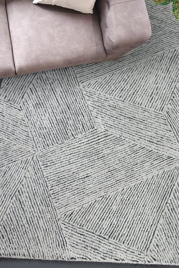 clicker wool rug in grey and ivory color