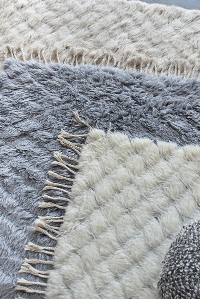 edifice wool rug in ivory color