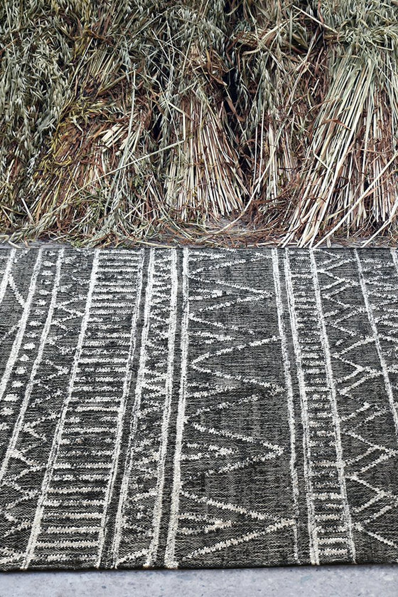 flynn hemp rug in charcoal and ivory color