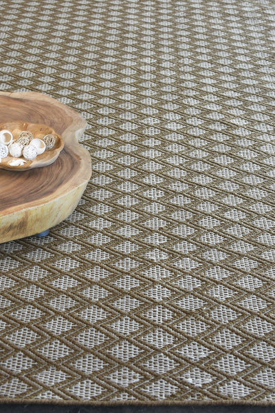 keva PET rug in camel and ivory color