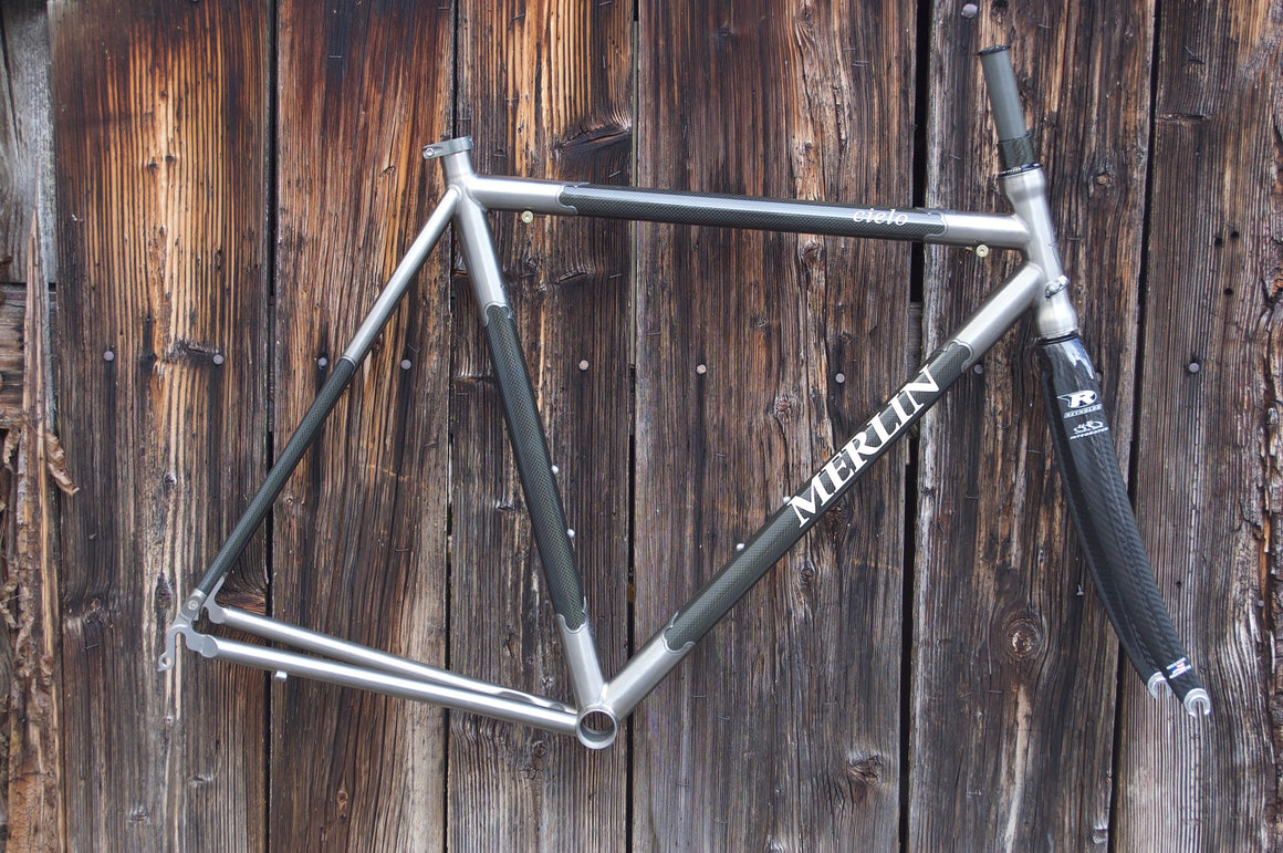 Merlin Cielo Frame: Titan kisses Carbon
