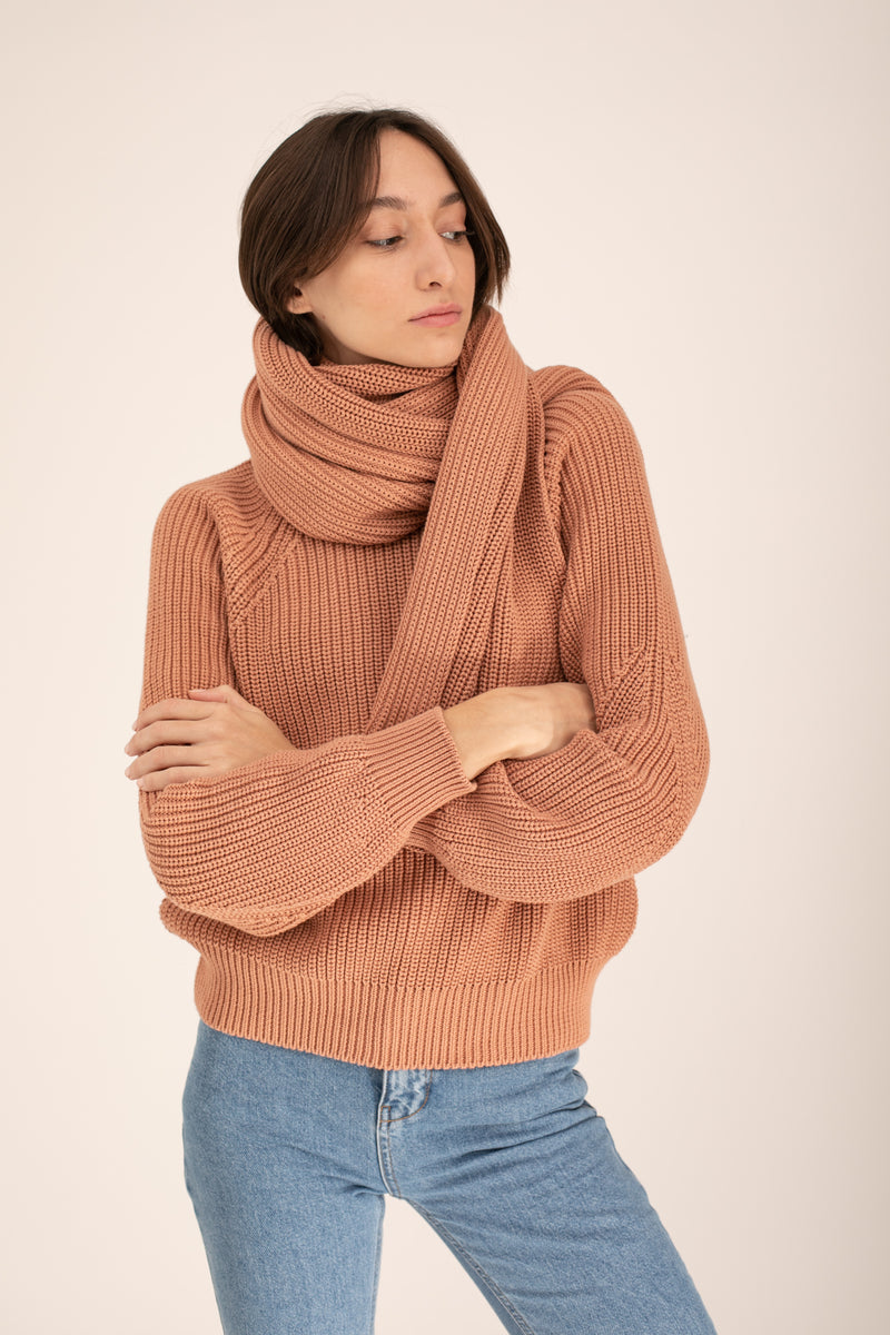 Nude knitted scarf