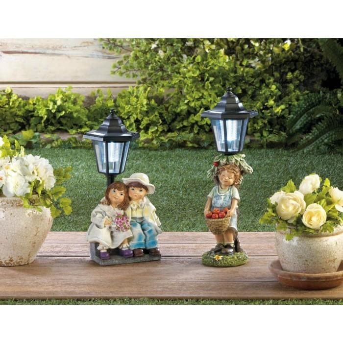 One Sweet Couple and One Apple Basket Solar Light Statue