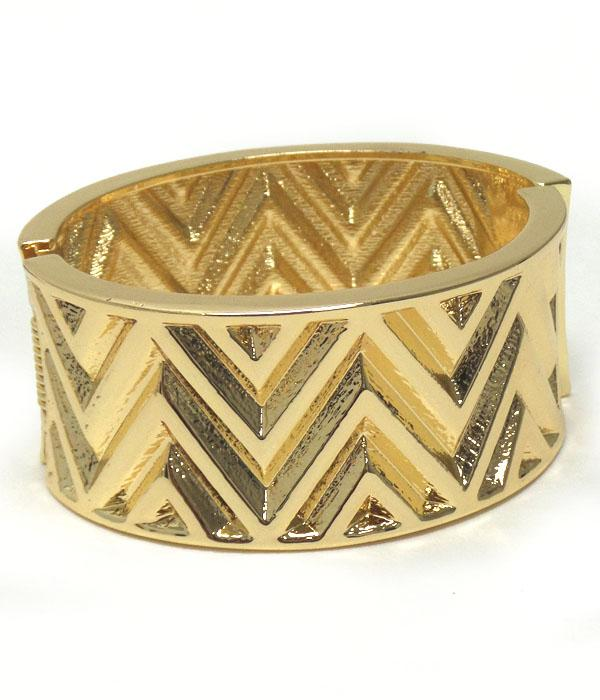 Gold Chevron Textured Hinge Bangle Bracelet - The House of Awareness