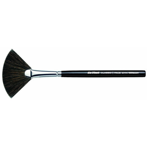 BLUSHER FAN BRUSH CLASSIC