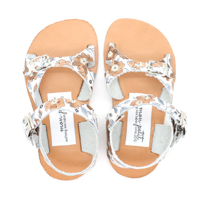 cape cod sandal: bloom