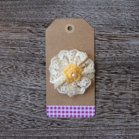 Elastic Lace Pinwheel in Soft Yellow