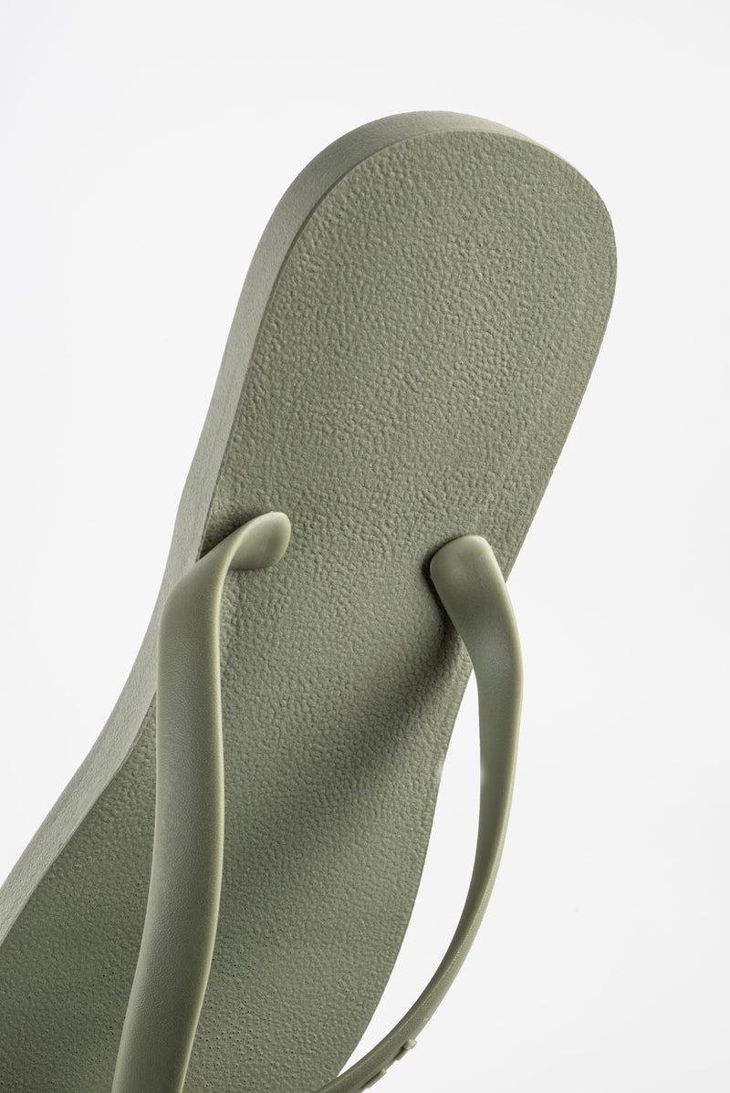Men's green flip flops in classic olive green. Eco-friendly and sustainably made