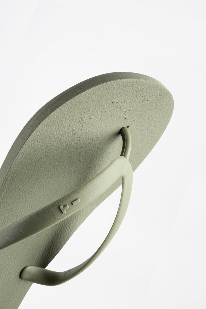 Green men's flip flops made with sustainable materials