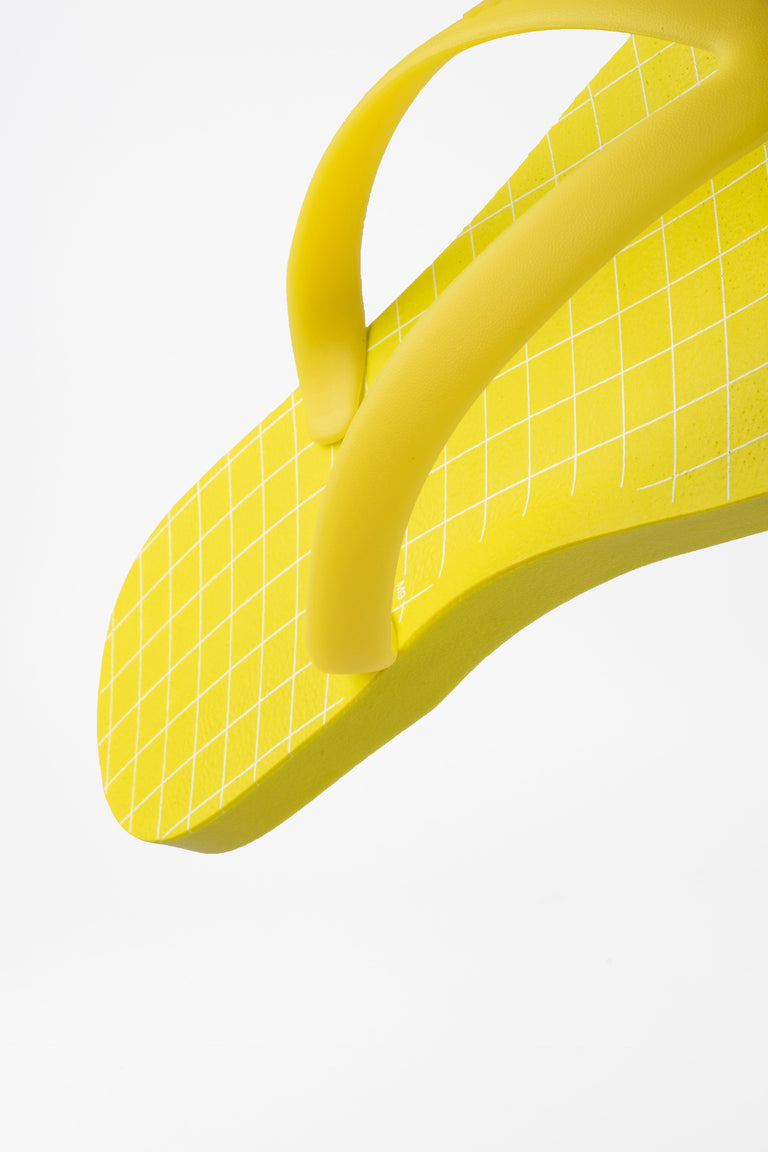 Durable men's flip flops made with sustainable materials