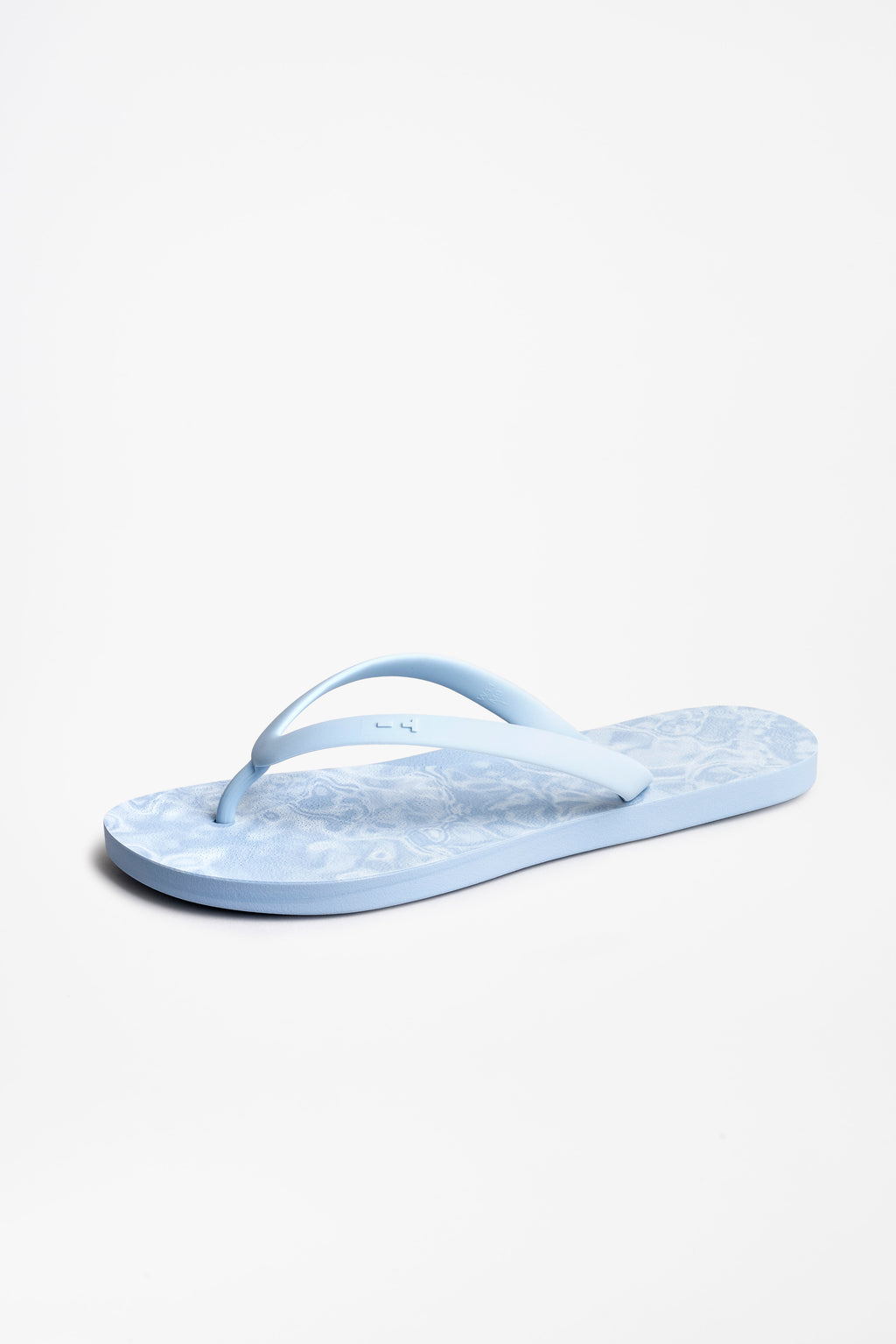Sustainbly made American flip flops in blue with wave pattern