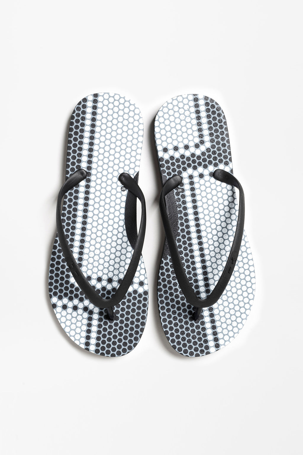 Women's black flip flops with geometric pattern