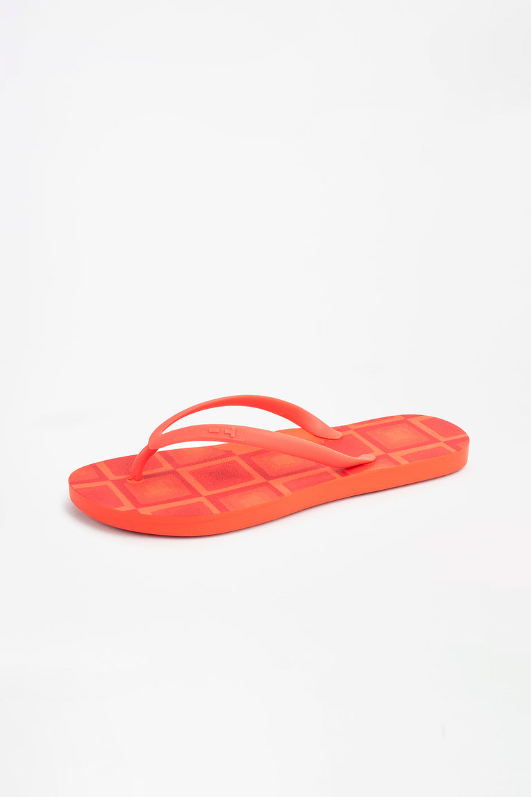 Recycled red flip flops for women