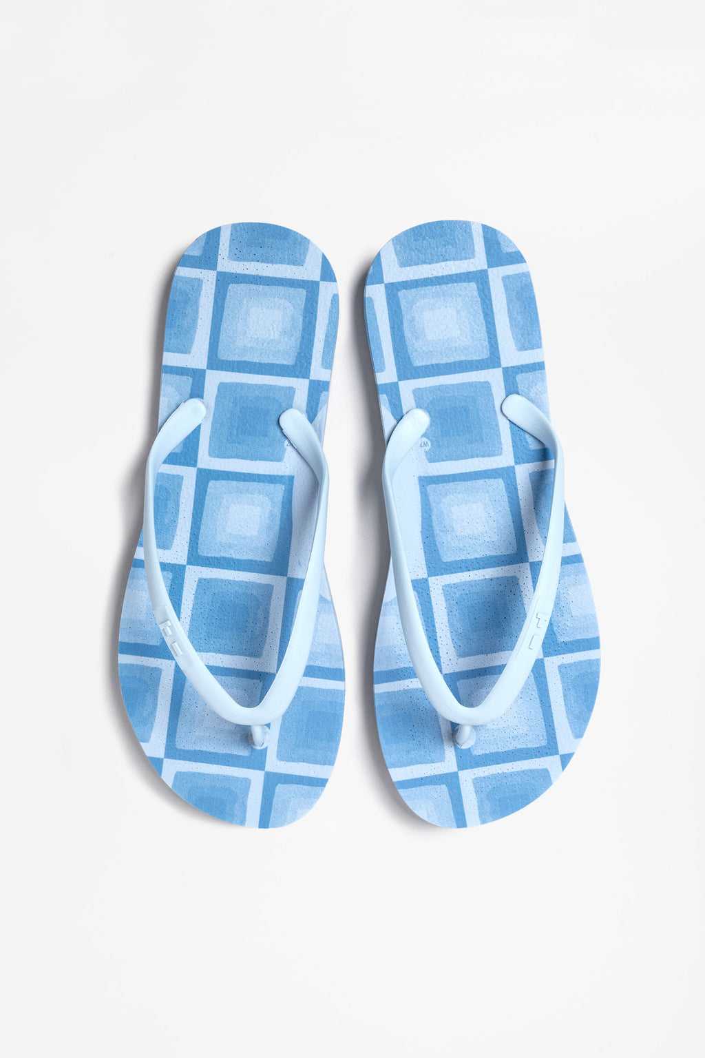 Sustainable flip-flops in blue checked print