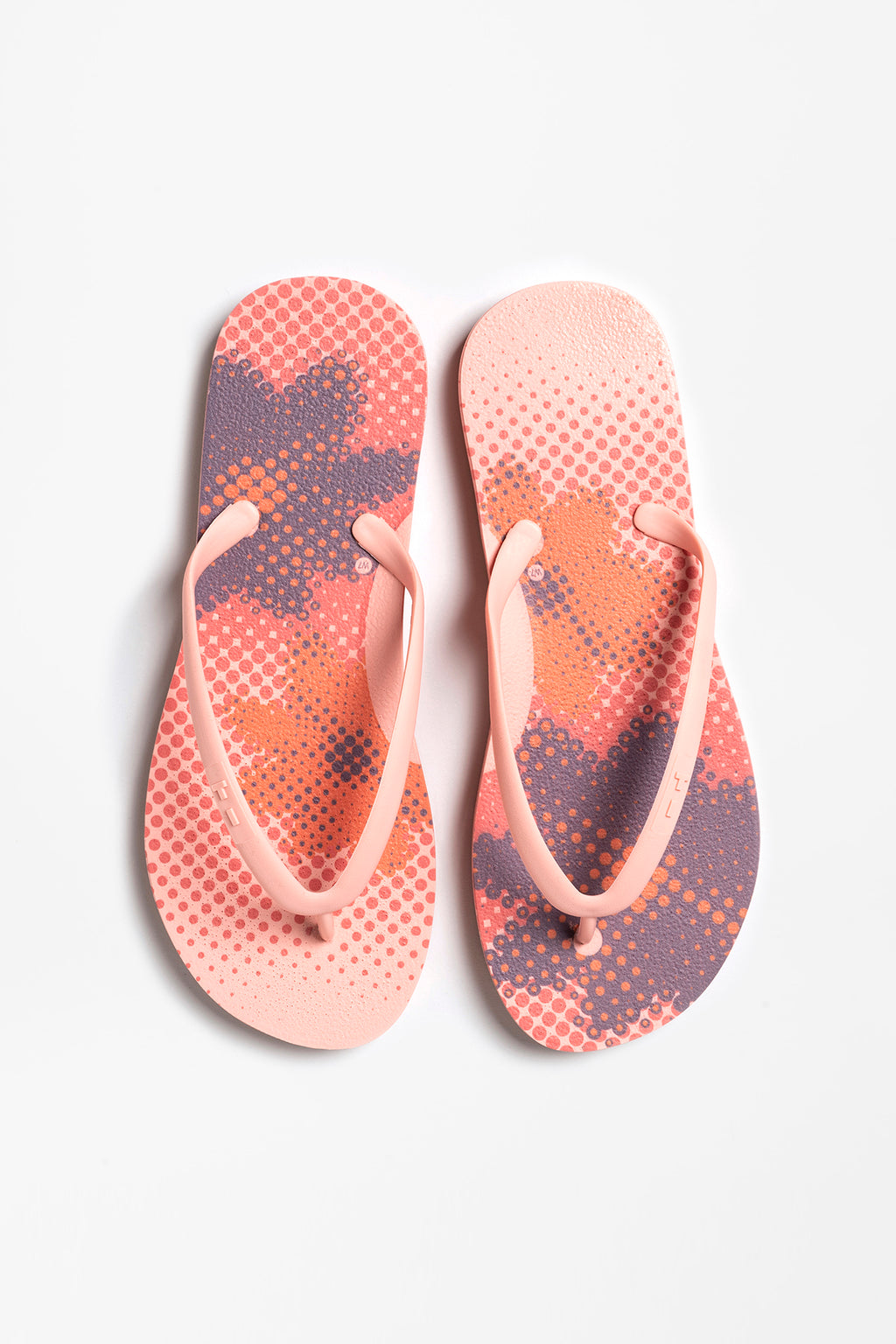 Women's flip flops with flower pattern in blush pink