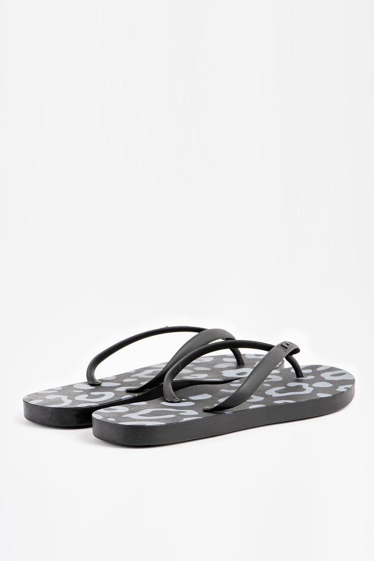Cute women's flip flops in black