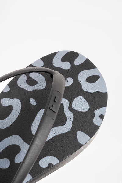 Sustainably made black flip flops for women. Made in America